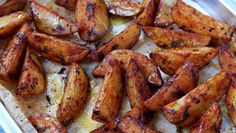 Extra Crispy Baked Garlic Parmesan Potato Wedges Baked Garlic Parmesan Potato Wedges – Crispy on the outside and tender on the inside, these easy baked potato wedges will blow you away with their simplicity and fantastic flavor! A great sid… Seasoned Potato Wedges, Parmesan Potato Wedges, Baked Potato Wedges Oven, Garlic Parmesan Potatoes, Easy Baked Potato, Potato Wedges Recipe, Seasoned Potatoes, Baked Garlic, Crispy Sweet Potato Wedges