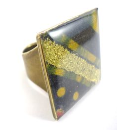Ethnic Ultra Chic- Ring with wax print fabric and glitters.