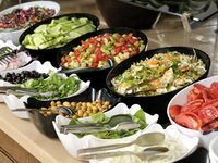 Like the presentation for a teacher luncheon buffet Salad Buffet, Lunch Buffet, Party Buffet, Breakfast Buffet, Buffet Tables, Sandwich Buffet, Raw Food Recipes, Healthy Recipes, Healthy Food