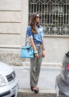 Milan street style via Lee Oliveira Daily Fashion, Everyday Fashion, Love Fashion, Fashion Outfits, Fashion Trends, Fashion Scarves, Denim Fashion, Spring Summer Fashion, Autumn Winter Fashion