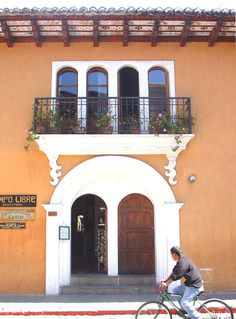 Guatemala. Mi puerta favorita en Antigua.