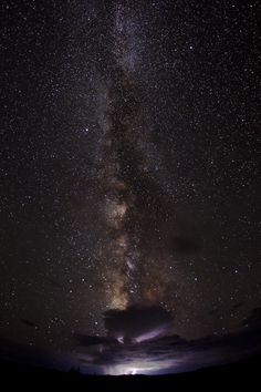 tomada en el verano de 2011 por Bret Webster,  dirección al Parque Nacional Dead Horse Point, situado cerca del primero y ambos enclavados en Utah, EE.UU