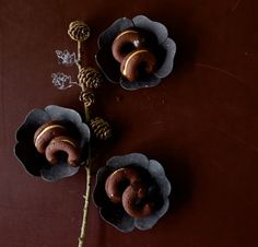 Diese Schokohörnchen werden mit einer Erdnuss-Limetten-Creme gefüllt. Genial!