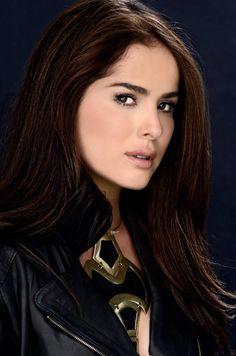 Latino Actors, Actors & Actresses, Long Shag Haircut, Star Fashion, Womens Fashion, Beauty Queens, Hair Makeup, Beautiful Women, Lady