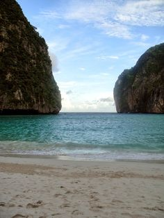 "Maya Bay: The BEST Way to Experience ""The Beach"" in Koh Phi Phi Leh of Thailand by DrifterPlanet.com"