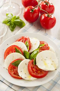 Try these 10 healthy tomato side dish recipes for a full dose of vitamins, antioxidants, and flavor! Tomato Side Dishes, Side Dishes For Bbq, Side Dish Recipes, Healthy Cooking, Healthy Recipes, Ww Recipes, Chicken And Butternut Squash, Thanksgiving Side Dishes, Food Dishes