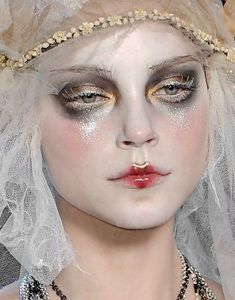 Fashion Heap — Jessica Stam at John Galliano Fall 2009 20s Makeup, Runway Makeup, Makeup Inspo, Makeup Art, Makeup Inspiration, Beauty Makeup, Hair Makeup, Hair Beauty, Catwalk Makeup