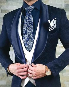 That Navy Blue Paisley Dinner Jacket w/ White Double Breasted Waistcoat, Persiano Paisley Necktie, High Collar Navy Shirt,… Sharp Dressed Man, Well Dressed Men, Mens Fashion Suits, Mens Suits, Men's Fashion, Blazer Fashion, Double Breasted Waistcoat, Mode Man, Groom Tuxedo