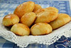 """Pateuri """"ca puful"""" Pretzel Bites, Sweet Potato, Hamburger, Potatoes, Bread, Vegetables, Recipes, Food, Romania"""