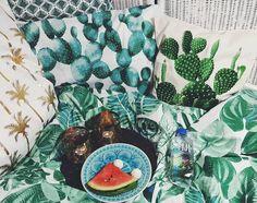 Draußen Land unter (=Regen und Gewitter) drinnen Urlaubsfeeling #mustermix  von @hm_home  #schöngemütlich #cozy #home #interior #hmhome #bed #cactus #love #print #pillows #homedesign #decor #green #watermelon  #instagood #webstagram  #instadaily #picoftheday #thehappynow #thatsdarling #bohemian #bohemianhome #gypsy #love #amazing #fijiwater by faitmaisonparis http://discoverdmci.com