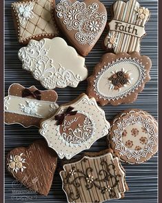 Simple cookie #simple #gingerbread #ginger #brown #icingcookies #mezesmanna #lace #wetonwet #basic #basictechnique #mézeskalács #csipke #süti #instagram #instagood #royalicing #royalicingcookies