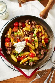 Schupfnudel-Hack-Pfanne 15 minutes separate you from the Schupfnoodle-minced meat luck! Fry everything for that With mix, then all you have to do is enjoy … Paleo Recipes, Crockpot Recipes, Dinner Recipes, Cooking Recipes, Carne Picada, Popular Recipes, Clean Eating Recipes, Thanksgiving Recipes, Easy Meals