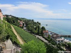 Meersburg in southern Germany is probably one of the best cities for an astonishing view on Lake Constance and the panorama of southern Germany and Switzerland. Meersburg is located right at the La…