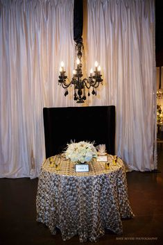 More of our Cleo Gold Overlay linens at the Palm Event Center! Thank you Rhee Bevere Photography for getting these shots!
