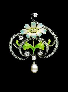 GASTON-EUGENE-OMAR LAFFITTE  - Art Nouveau Brooch. Gold, enamel, diamond & pearl. Signed: 'GL'. French. Circa 1900.