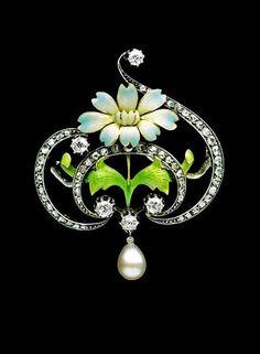 GASTON-EUGENE-OMAR LAFFITTE  - Art Nouveau Brooch. Gold, enamel, diamond & pearl. Signed: 'GL'. French. Circa 1900.
