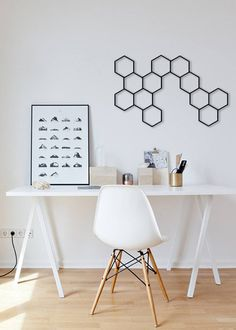 Are you looking to brighten up a dull room and searching for interior design tips? One great way to help you liven up a room is by painting and giving it a whole new look. Diy Framed Wall Art, 3d Wall Art, Wall Art Decor, Metal Wall Grid, Metal Wall Panel, Homemade Modern, Decorative Panels, Interior Design Tips, Design Ideas