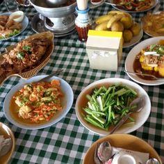 Scrumptious spread. Chicken, Meat, Travel, Food, Voyage, Trips, Meal, Viajes, Essen