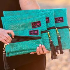 WHTI Compliant Journey Files And Passport Alterations After June Of 2009 Makeup Junkie - Makeup Junkie Bags In Turquoise Cobra Spring Fashion Trends, Trendy Fashion, Turquoise Makeup, Travel Must Haves, Fashion And Beauty Tips, Travel Makeup, Funny Tees, Summer Tops, Makeup Junkie