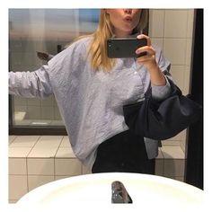 Bathroom selfie from last night 🖖🏻