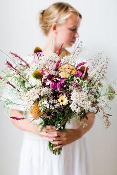 Foraged wildflower bouquet | Photography: Anouschka Rokebrand - anouschkarokebrand.com