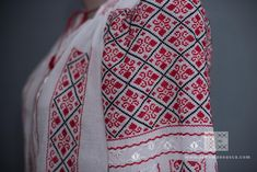 IA the Romanian Blouse. Here you can buy Romanian peasant blouses ie and folk costumes traditional clothes. Worldwide shipping for embroidered Romanian blouse Folk Costume, Costumes, Bohemian Style, Boho, Peasant Blouse, Embroidered Blouse, Hobbies And Crafts, Traditional Outfits, Veronica