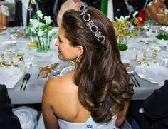 Prinsessan Madeleines vackra svall med ametister i, ifjol. Foto: Scanpix / TT