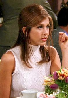 jennifer aniston 35 Looks Rachel Green Wore On Friends That Are Trendy In 2018 Rachel Green Outfits, Style Rachel Green, Rachel Green Hair, Rachel Green Friends, Rachel Friends Hair, Friends Rachel Outfits, Rachel Green Fashion, Jennifer Aniston Style, Jenifer Aniston