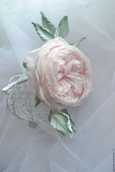 Купить Цветы из шелка Брошь Роза Остин. - бледно-розовый, роза, староанглийская… Clay Flowers, Sugar Flowers, Silk Flowers, Rose Crafts, Flower Crafts, Fabric Roses, Paper Roses, Flower Corsage, Flower Brooch
