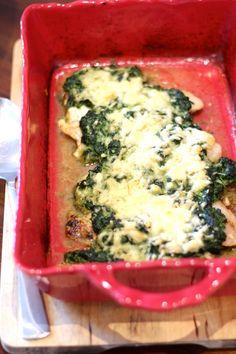 Filetes de Pescada com Cobertura de Espinafres e Queijo Portuguese Recipes, Cooking Time, Cheese, Food And Drink, Html, Spinach, Frosting, Meal