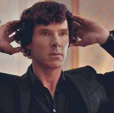 Benedict Cumberbatch as Holmes (GIF) Sherlock Fandom, Sherlock Bbc Quotes, Sherlock Bbc Funny, Bbc Sherlock Holmes, Sherlock Season 3, Sherlock Moriarty, Sherlock Series, Benedict Cumberbatch Sherlock, Sherlock John