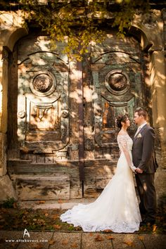 Love this setting for a lovely fall wedding picture