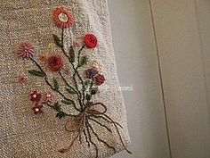 #embroidery#stitch#needlework#wool #프랑스자수#일산프랑스자수#자수 #햄프린넨에 울실로 예쁜 꽃 ~
