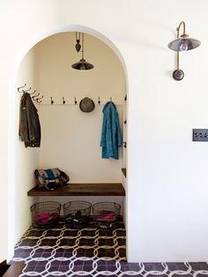 Mood room nook - White Brick Mediterranean - mediterranean - entry - portland - by Jessica Helgerson Interior Design Casa Wabi, Home Decoracion, Interior Minimalista, Mediterranean Design, Geometric Tiles, Interiores Design, Wabi Sabi, Interior And Exterior, Brick