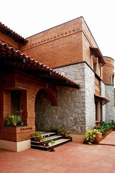 Centre for Vernacular Architecture Trust :: Gallery Exterior Indian Home Design, Kerala House Design, Indian Home Decor, Modern House Design, Brick Architecture, Indian Architecture, Vernacular Architecture, Village House Design, Kerala Houses