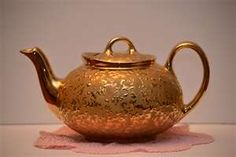 Gold teapot. Large handle, elegant spout, easy lift off lid. What more could I want in a beautiful, yet serviceable teapot?