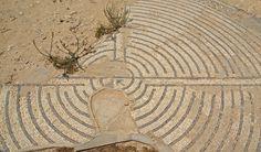 Mosaic d'un laberint, Casa del peristil, Sàbrata
