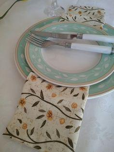 Plates, Tableware, Kitchen, Chic Desk, Licence Plates, Dishes, Dinnerware, Cooking, Plate