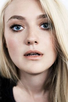 """Dakota Fanning for Malibu Magazine (September, "" Dakota Fanning Y Elle, Fanning Sisters, Hollywood, Celebrity Beauty, Celebrity Photos, Unique Faces, Beautiful Actresses, Pretty People, American Actress"