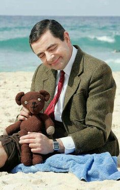 Rowan Atkinson as Mr Bean (not forgetting Teddy, of course! Even though, I would get embarrassed for him, with some of the he would do. I have a difficult time even watching someone be silly. Rowan, Faces Film, Johnny English, Emission Tv, Mejores Series Tv, Photo Star, British Things, British Comedy, Film Serie