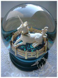 Snow Globe Unicorn @дневники — Единорог. Коллекция фигурок / статуэток