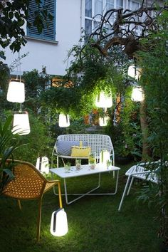 Suitable for outdoor use, the Fermob Balad Lamp is really mobile and you can move it around according to your needs from house to garden. Outdoor Lounge, Outdoor Areas, Outdoor Chairs, Outdoor Decor, Garden Furniture, Outdoor Furniture Sets, Interior Exterior, Garden Inspiration, Outdoor Lighting
