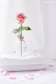DIY: Bodyspray mit Rosenwasser zum selbermachen! Blumige Abkühlung an heißen Tagen ❤
