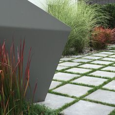 Large backyard landscaping ideas are quite many. However, for you to achieve the best landscaping for a large backyard you need to have a good design. Large Backyard Landscaping, Backyard Privacy, Backyard Retreat, Modern Landscaping, Landscaping Tips, Backyard Ideas, Outdoor Privacy, Privacy Landscaping, Garden Ideas