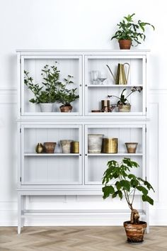 7 different way to indoor plants decoration ideas in living room grey glass cabinet for plant . Retro Home Decor, Cheap Home Decor, Diy Home Decor, Decoration Inspiration, Interior Inspiration, Decor Ideas, Room Inspiration, Room Ideas, Furniture Catalog