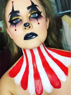 Cool & cute clown Halloween makeup *no copyright to me I do not own* Halloween Makeup Clown, Halloween Circus, Halloween Inspo, Halloween Makeup Looks, Scary Halloween, Circus Costume, Jester Halloween, Jester Costume, Halloween Photos