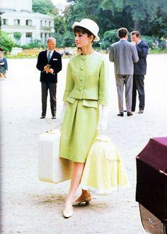 Audrey Hepburn in a Givenchy suit. Paris When It Sizzles, - Audrey Hepburn in a Givenchy suit. Paris When It. Audrey Hepburn Outfit, Audrey Hepburn Mode, Audrey Hepburn Fashion, Audrey Hepburn Givenchy, Moda Fashion, Fashion Line, Fashion Art, Retro Fashion, Vintage Fashion