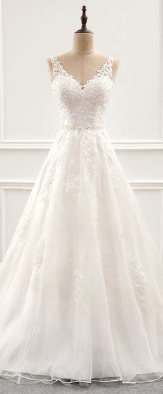White wedding dress. Brides imagine having the most appropriate wedding, however for this they need the best wedding gown, with the bridesmaid's outfits enhancing the brides dress. The following are a variety of ideas on wedding dresses. #weddingideas