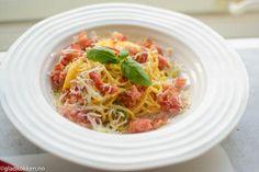 Pasta Carbonara er så godt! Dette er vel en av de mest kjente pastarettene som finnes og lages på utallig forskjellige måter. Det er ikke helt enighet om hvordan denne retten egentlig skal lages. N…