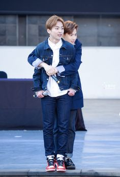 150414 EXO Fansign in Jeju and Jeju K-pop Concert. Xiumin & suho <3 | Exo